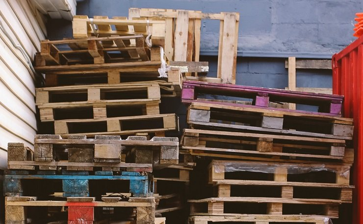 How to Make Money Recycling Wood Pallets