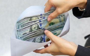 Cash in an envelope FI