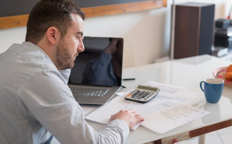 Should You Hire an Accountant to Do Your Taxes or Use Turbo Tax?