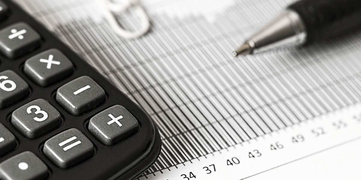 calculator and pen calculating dividend income