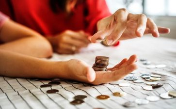 Couple counting coins to invest